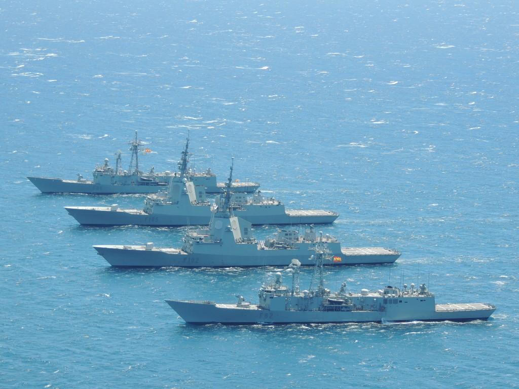Dos fragatas de la clase F-100 y dos de la clase F-80 navegando en formación.
