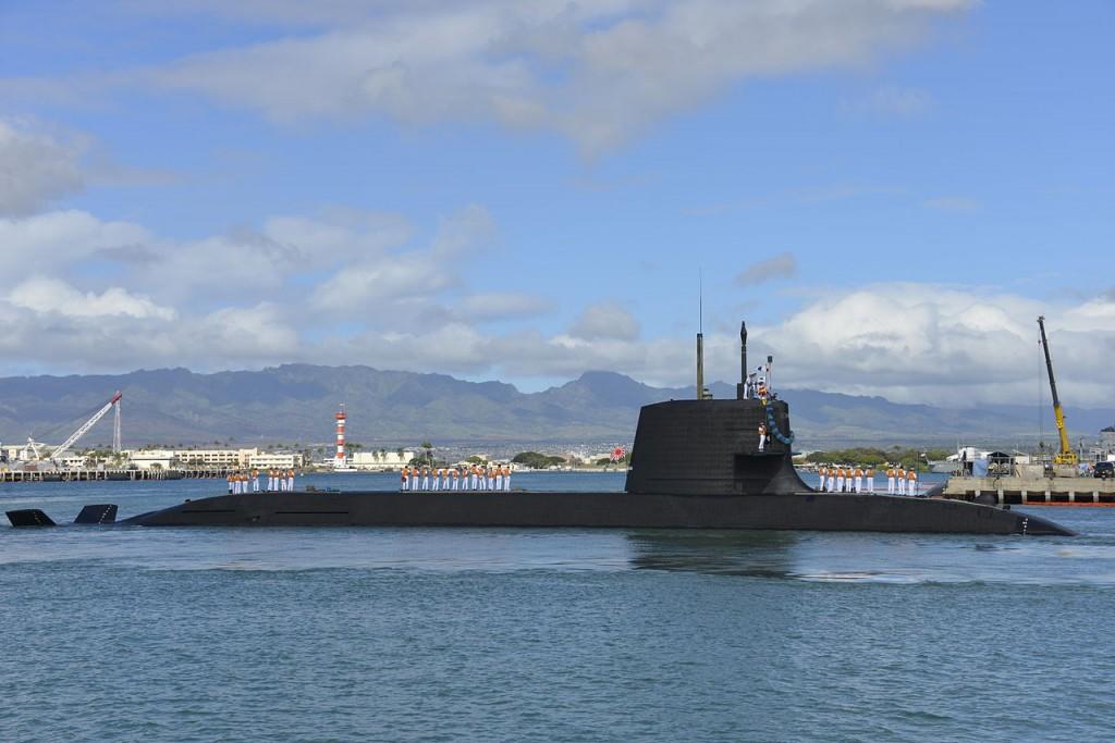 Submarino japonés clase Soryu. No sólo tiene buena pinta. La foto es en Hawaii, y este archipiélago está a unas cuantas millas de distancia de Japón.
