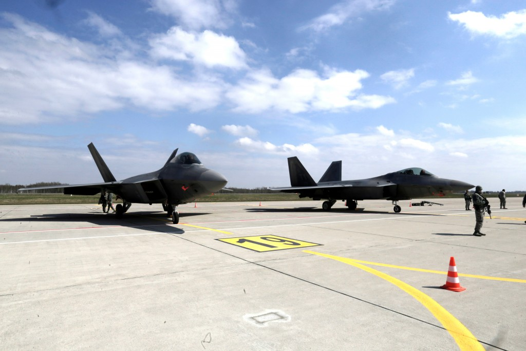 Foto de esta misma mañana en la base aérea de Siauliai, Lituania. Fueron recibidos por la presidenta de Lituania, lo que da una idea de la importancia de este despliegue.