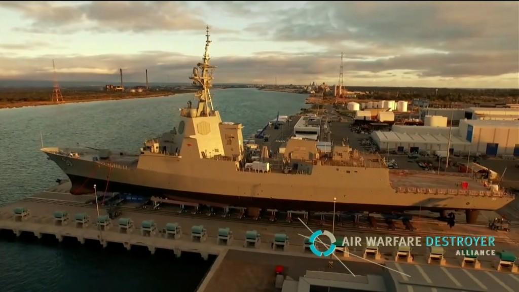 El HMAS Hobart en grada.