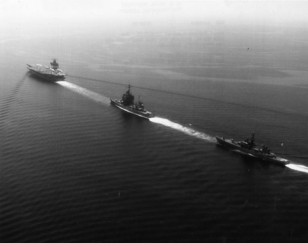 Imagen de la Task Force One en formación en columna.