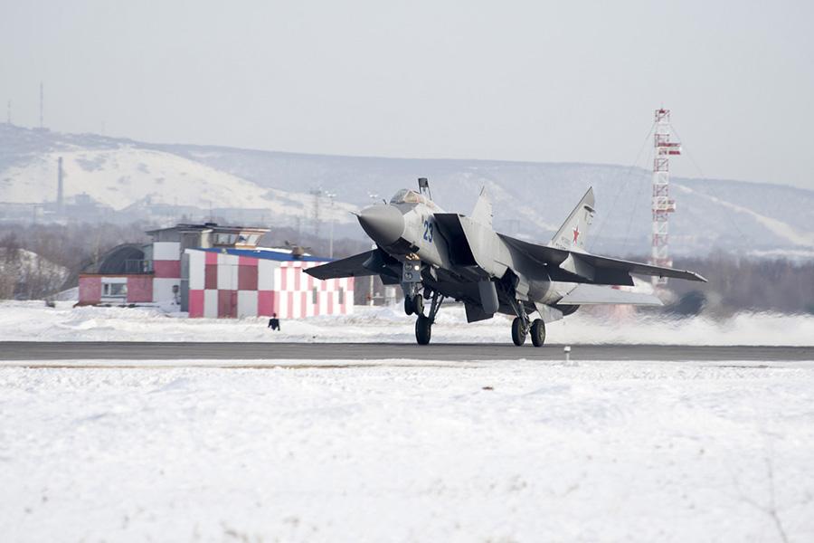 MIG-31 despegando de la base aérea de Yelizovo, Kamchatka.