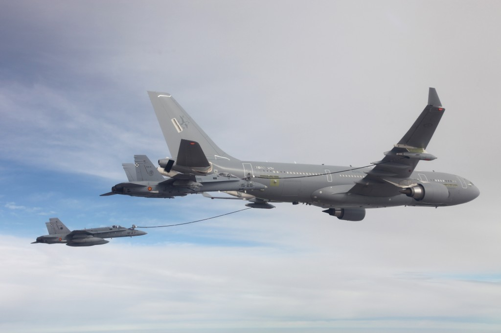 MRTT australiano repostando dos F-18 españoles durante las pruebas. Cabe recordar que estos aviones son adaptados en Getafe.
