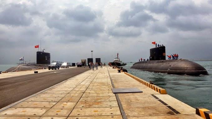 La base naval de Cam Ranh, remodelada por empresas rusas, aloja los submarinos vietnamitas clase Kilo.
