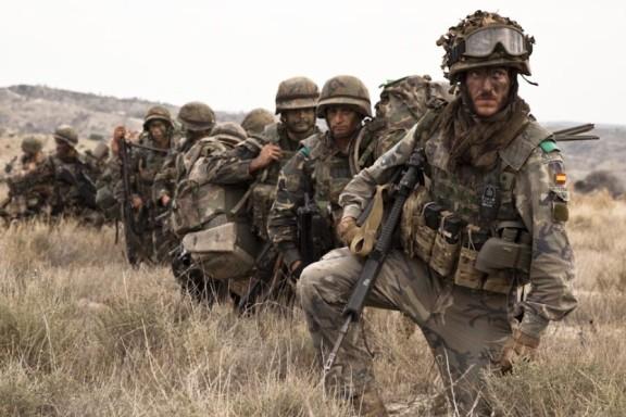 El equipamiento y la formación de nuestras Fuerzas Armadas en la actualidad no tiene nada que ver con el material y la instrucción que recibían los quintos en la década de los ochenta.