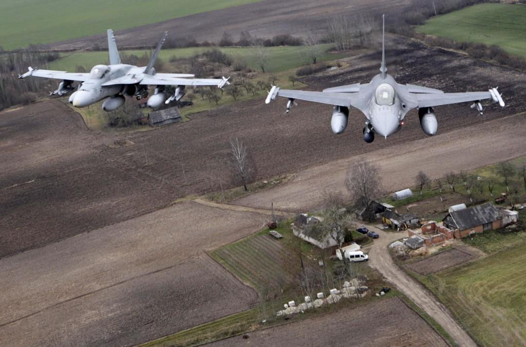 Nuestros F-18 y los F-16 portugueses podrían rotarse para la protección del espacio aéreo ibérico.