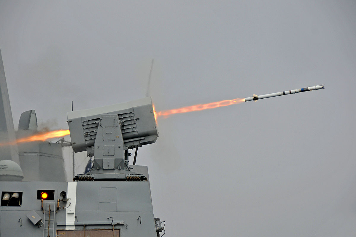 1200px-USS_New_Orleans_(LPD-18)_launches_RIM-116_missile_2013