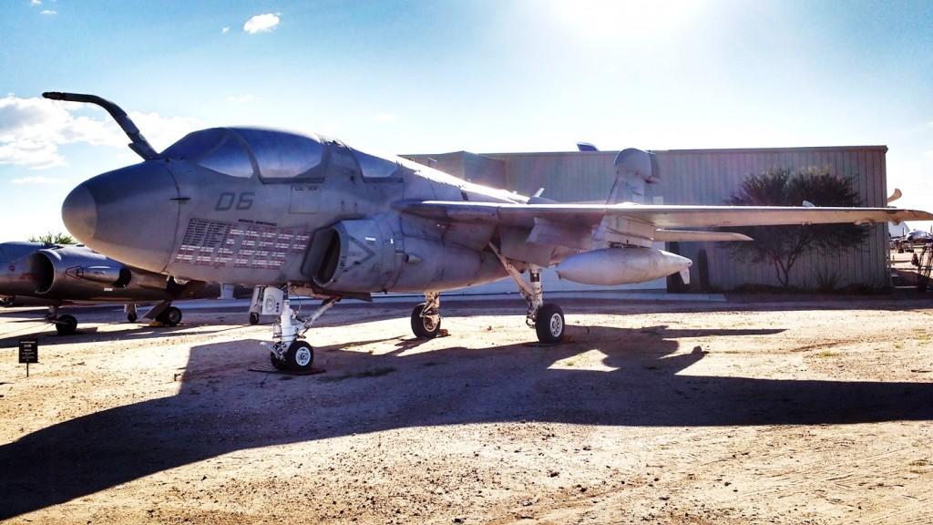 Otra joya de la aviación naval, un A-6 Intruder.