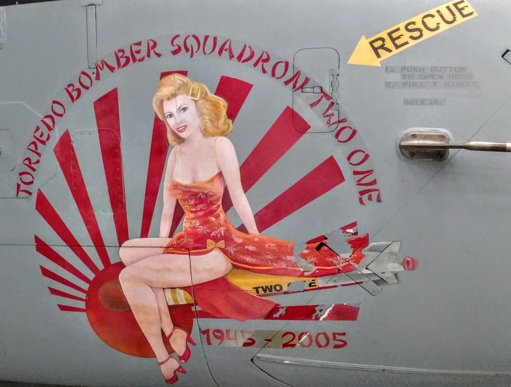 """Un poco de """"nose art"""" en un S-3 Viking de lucha antisubmarina desde portaaviones."""