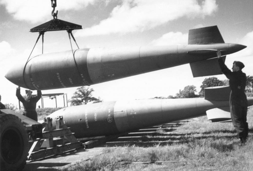Bombas anti-bunker TallBoy, empleadas sin éxito contra la base de submarinos.