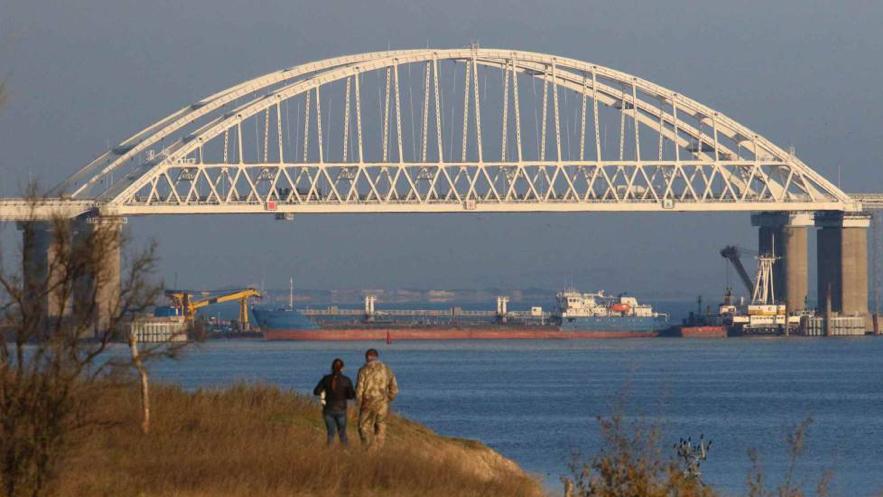 Bloqueo ruso en el estrecho de Kerch (Fuente: www.elpais.com)